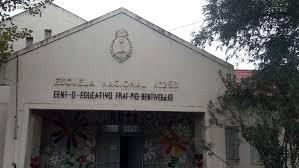 Niños irrumpieron a piedrazos en horario nocturno en la escuela Fray Pío Bentivoglio