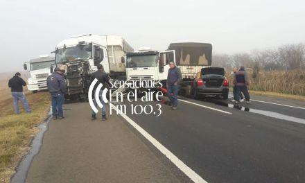 Dos camiones y un remis colisionaron entre Las Perdices y Dalmacio Velez