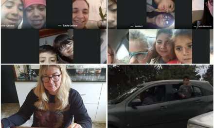 Escuela de campo: Toman clases desde su vehículo