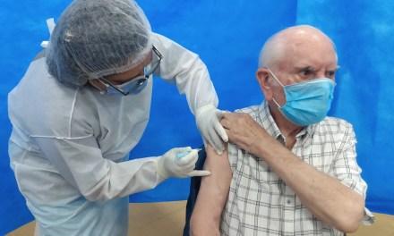 Se colocaron las primeras 30 dosis de vacunas contra el Covid