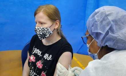 Vacunación a docentes y personal de salud