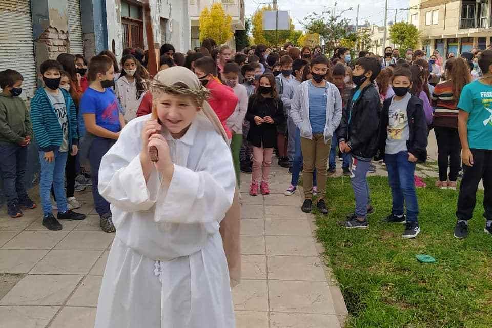Viernes Santos – Vía Crucis catequesis niños de comunión