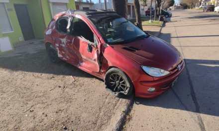 Deheza: 2 jovenes de Cabrera chocaron con un vehículo y fueron derivados a Río Cuarto