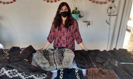 Emprendedores – Visitamos Rincón Criollo y conocimos como se realiza el tejido artesanal con lana cruda de oveja y llama