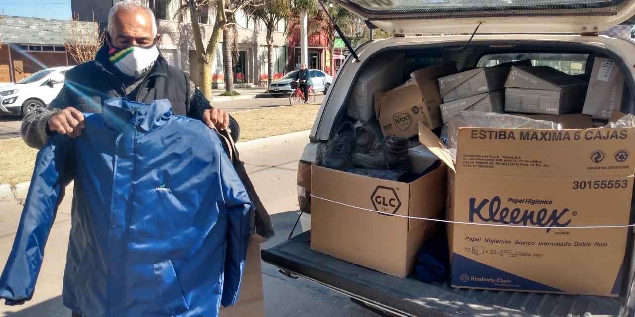 Cotagro donó calzado, cuellitos, camperas y prendas a la campaña de Cabrera Solidaria