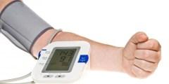 قياس ضغط الدم كيف يتم وما هو التصرف حال ارتفاع ضغط الدم ؟