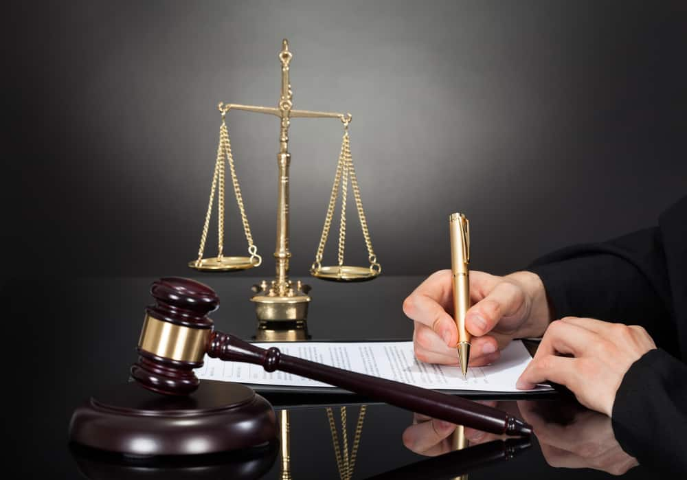 المحامي في المنام وتفسير رؤية المحكمة والقاضي