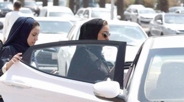 رسوم اصدار رخصة قيادة للنساء