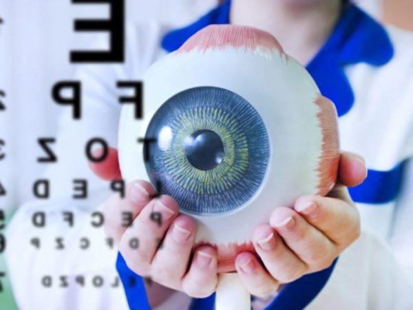 افضل دكتور في مستشفى المغربي للعيون بالرياض