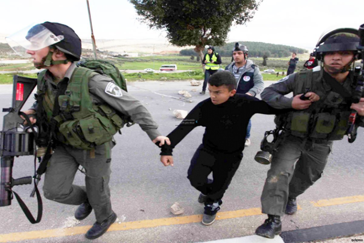 Palestinian-youth-arrested-by-Israeli-soldiers04