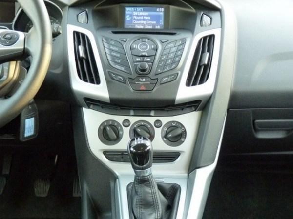Серебристый Форд Фокус (седан и хэтчбек) » Форд Фокус 3