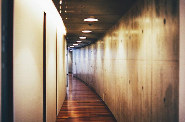 embellir un couloir sombre
