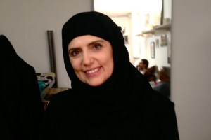 Silvana D. vestita da araba