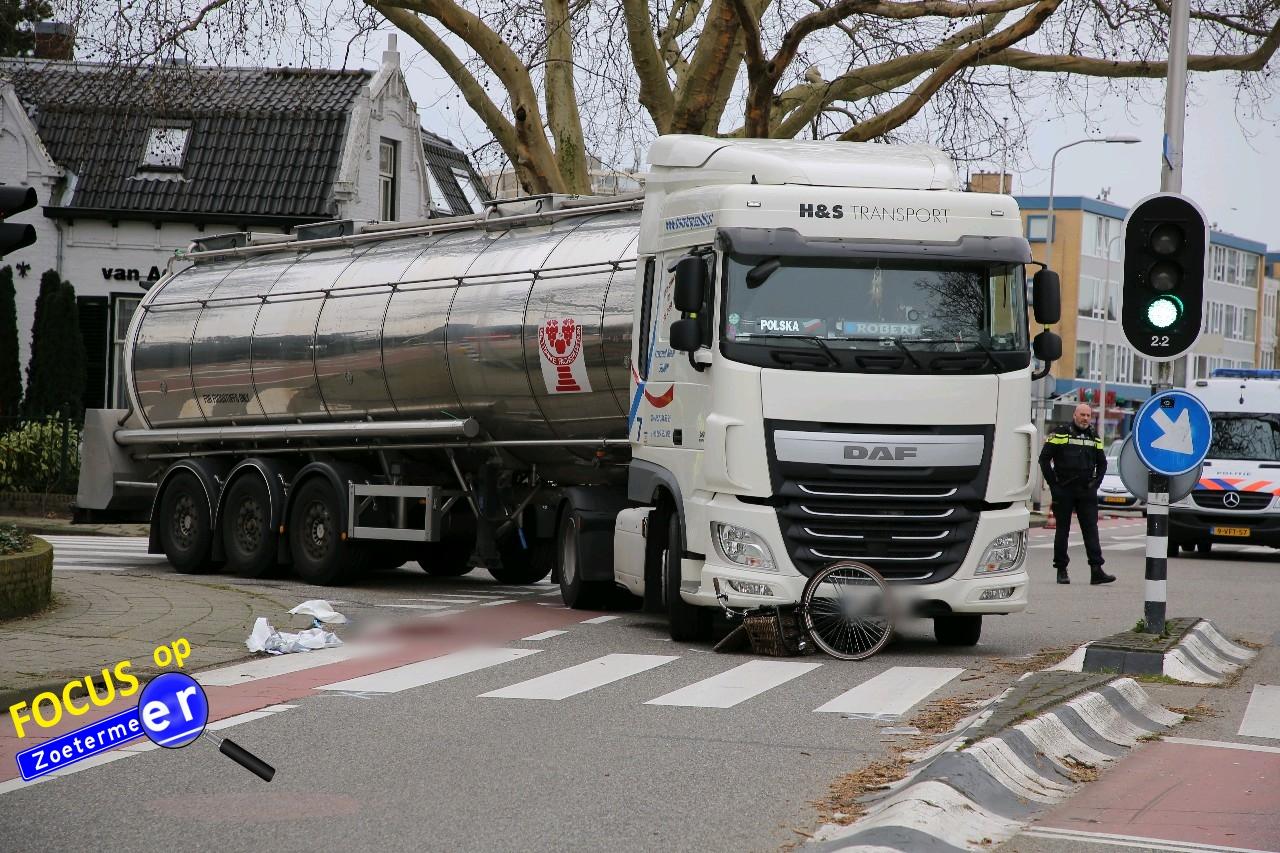 Fietser zwaargewond na aanrijding met tankauto Karel Doormanlaan Zoetermeer