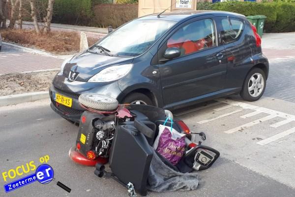 Gewonde na aanrijding tussen personenauto en scootmobiel Akkerdreef Zoetermeer