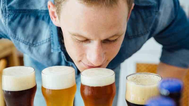 birayı koklayan adam