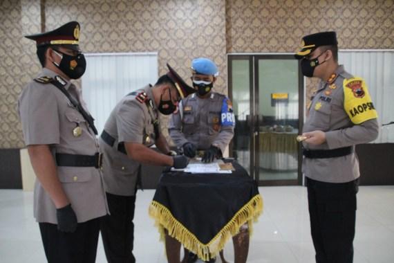 Polres Karanganyar telah menggelar Upacara Serah Terima Jabatan (Sertijab) PJU Polres Karanganyar, Senin tanggal 09 Agustus 2021, pukul 08.00 s.d. 08.30 WIB di Aula Wira Pratama 1 Polres Karanganyar.