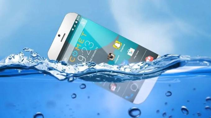 Langkah Awal Menyelamatkan HP Yang Basah Terkena Air