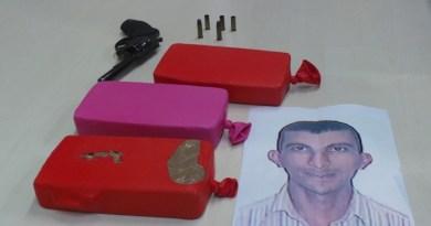 Drogas encontradas com Liziane Weimer e arma usada pelo marido Charles (foto) na troca de tiros com a polícia. Foto: Fábio Will (ORM News)