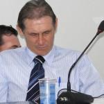 Vereador Luizão (PMDB) flagrado tirando um cochilo durante sessão legislativa. (foto Juliano Simionato)