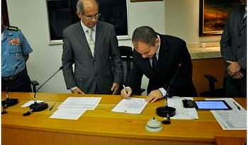 Assinatura-do-termo-de-posse-do-delegado-Rilmar-Firmino-de-Sousa-que-continua-no-cargo-de-delegado-geral-da-Polícia-Civil
