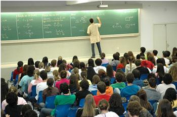 Professor-em-sala-de-aula