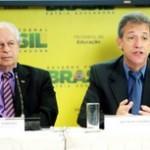 Luís Oliveira/Ministério da Saúde Ministros Renato Janine (Educação) e Arthur Chioro (Saúde) apresentaram instituições selecionadas