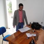 Advogado Edson Cruz protocolando denuncia no legislativo Progressense