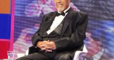 Rubén Aguirre em homenagem recebida em programa de televisão (Foto: Divulgação/Facebook Oficial)