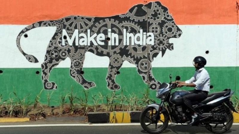 Motociclista passa perto de grafite com os dizeres Image copyright AFP Image caption Índia foi o destaque positivo do levantamento da Transparência Internacional