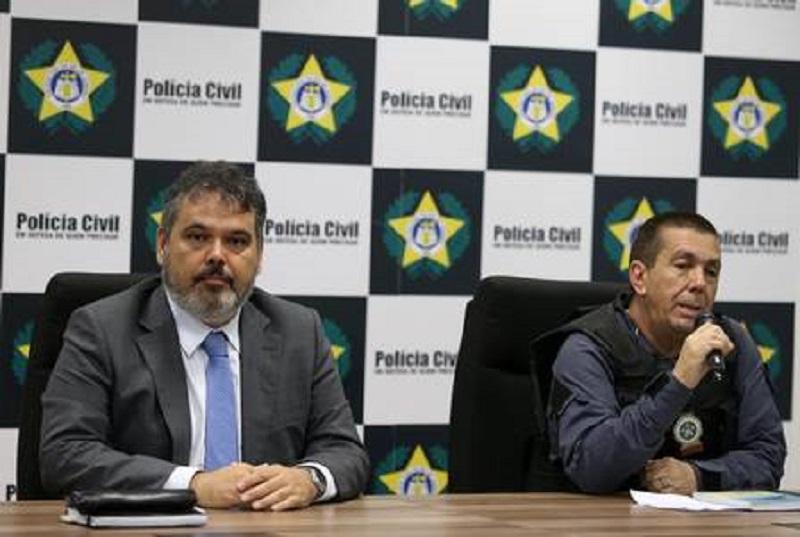 Coletiva na Cidade da Policia com o promotor Alexandre Themístocles e o delegado Delmir Gouvêa Foto: Fabiano Rocha / Agência O Globo