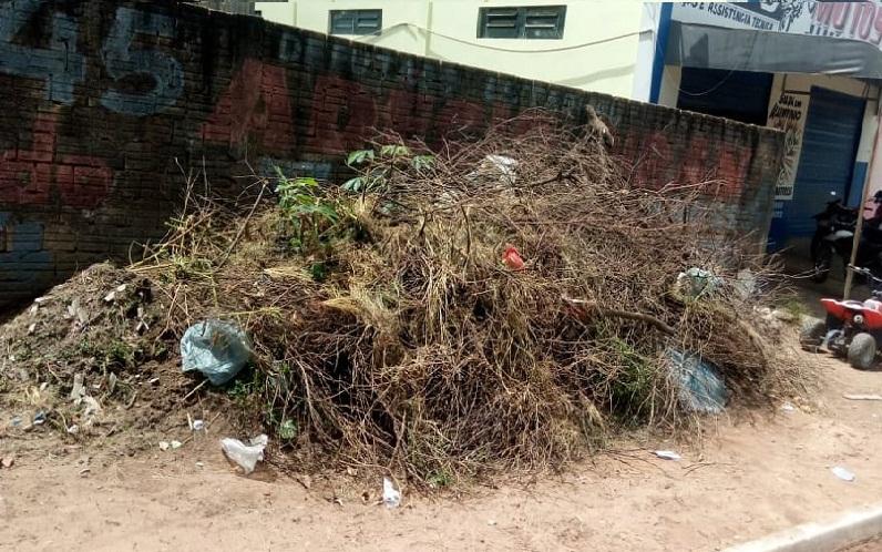 Lixo na avenida Jamanxim (Foto:Via WhatsApp Jornal Folha do Progresso)