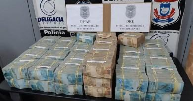 Avião com R$ 4,6 milhões fez pouso forçado e polícia encontrou malas de dinheiro em Alta Floresta — Foto: Polícia Civil de Alta Floresta (MT)