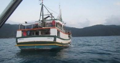 """Barco """"Dona Ilva"""" 'Dona Ilva' foi multado por pesca de sardinhas em época de reprodução da espécie Foto: Ibama"""