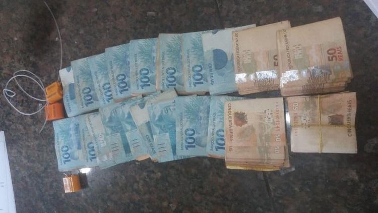 R$ 20 mil em cédulas e lacres rompidos foram apreendidos durante operação 'Anfíbio' em Santarém — Foto: Polícia Civil de Santarém/Divulgação
