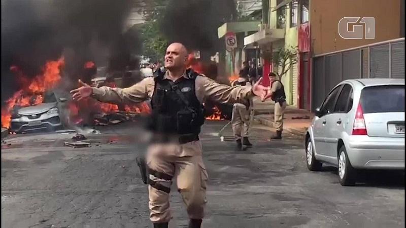 Queda de avião em BH — Foto: Arte/G1 Queda de avião em BH — Foto: Arte/G1 Aeronave cai no bairro Caiçara, em Belo Horizonte; carros são incendiados