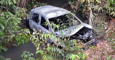 Carro do gerente do Banpará foi queimado por assaltantes. Bombeiros foram ao local conter as chamas — Foto: Reprodução/Redes sociais