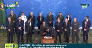 bolsonaro-assina-decreto-que-cria-conselho-nacional-da-amazonia-legal-na-presenca-de-mourao-e-ministros-1581456075622_v2_900x506