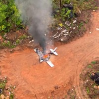 FAB intercepta aeronave fazendo transporte de drogas entre Novo Progresso e Guarantã do Norte no Mato Grosso; piloto pousa e põe fogo no avião