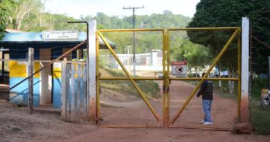 Portão de entrada do Centro de Recuperação Agrícola Silvio Hall de Moura