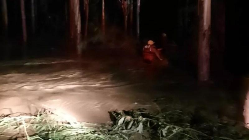 Corpo de Bombeiros de Santa Catarina foi até a região para ajudar nas buscas por desaparecidos Foto: Divulgação/Corpo de Bombeiros de Santa Catarina