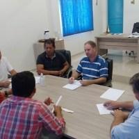 Vereadores se reúnem com Prefeito e vice Prefeito para discutir atraso em pagamentos de salários de servidores