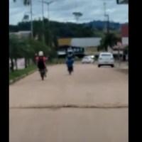 Motorista flagra jovem empinando moto na avenida Jamanxim em Novo Progresso