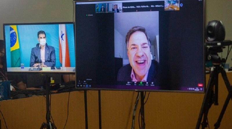 O governador Helder Barbalho em videoconferência com o embaixador dos EUA, Todd Chapman | Foto: Agência Pará