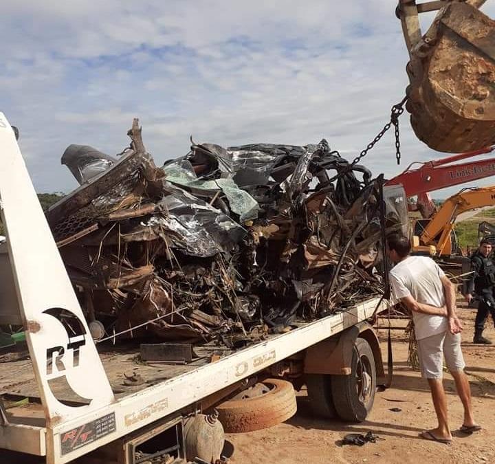 Veiculo S10 ficou destruído (Foto:Reprodução)