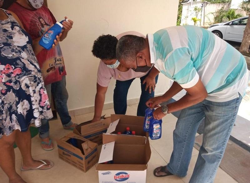 Entrega de doações da campanha Aqueça a fogueira do seu coração. Foto - divulgação (1)