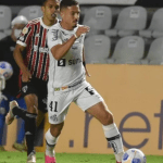 No reencontro de Diniz com o São Paulo, Santos leva a melhor e vence o San-São na Vila