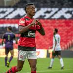 Com hat-trick de Bruno Henrique, Flamengo goleia São Paulo de virada e acaba com tabu
