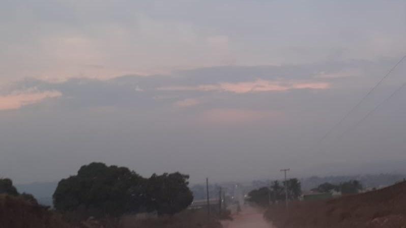 Cidade encoberta pela fumaça em 13 de agosto de 2021. (Foto:Jornal Folha do Progresso)