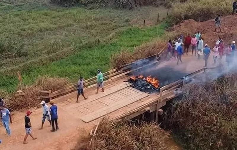Garimpeiros bloqueiam rodovia para impedir comboio do Exército e da Força Nacional no Pará. — Foto: Reprodução / Autor desconhecido